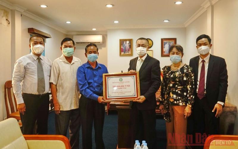 Giáo hội Phật giáo Việt Nam gửi tặng quà đến chư tăng Phật giáo Campuchia đang gặp khó khăn do dịch Covid-19 -0