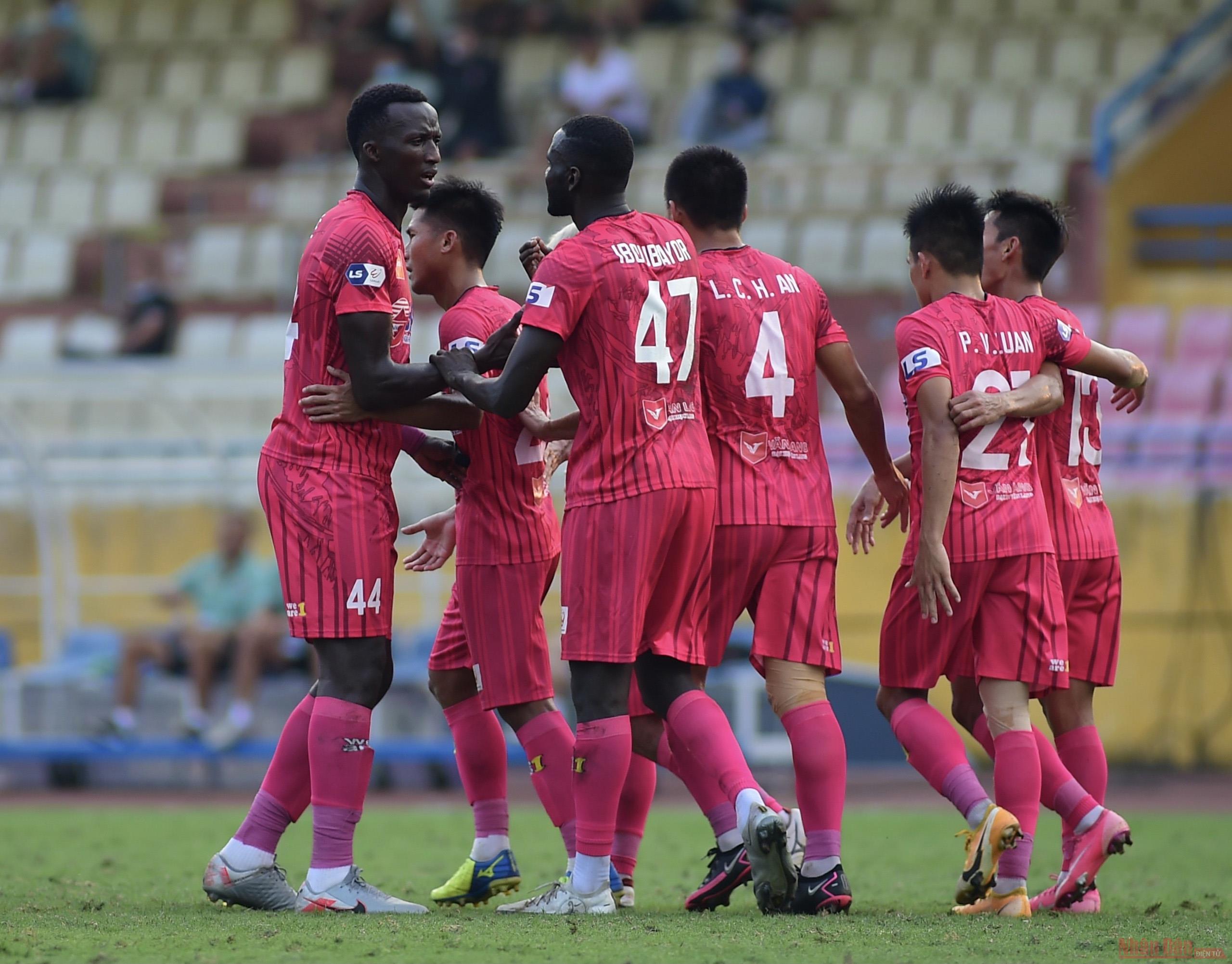HLV Hàn Quốc có chiến thắng đầu tay cùng CLB Hà Nội -0