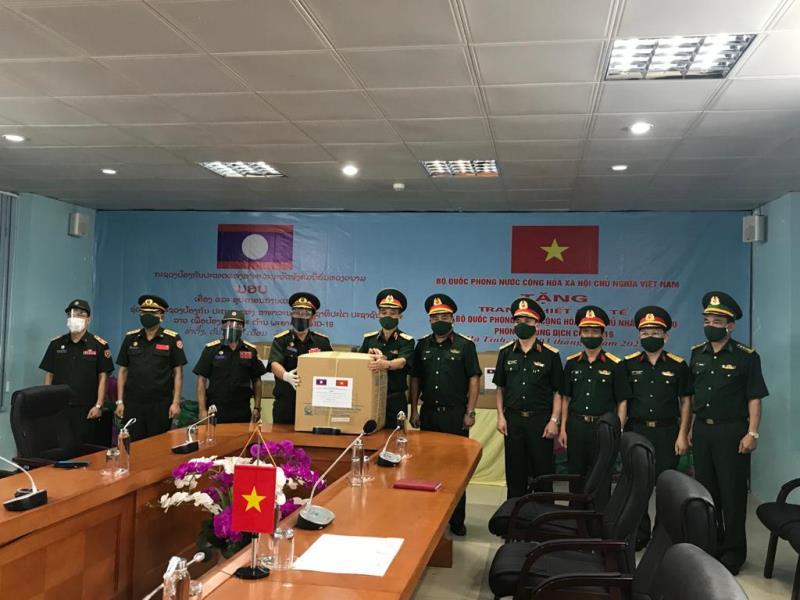 Bộ Quốc phòng cử chuyên gia giúp Lào dập dịch Covid-19 -0