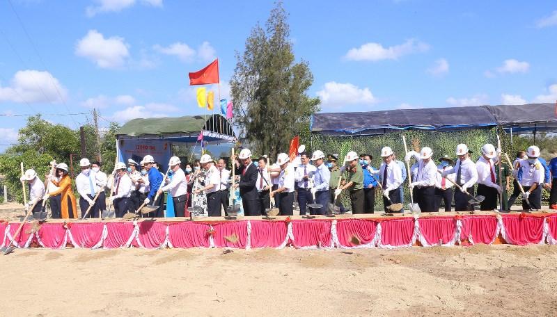 Khởi công xây dựng nhà ở, làm việc tặng Đại đội Thông tin Lữ đoàn 957 -0
