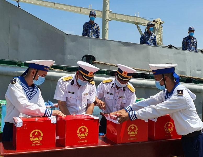 Vũng Tàu tổ chức bầu cử sớm cho các lực lượng làm nhiệm vụ trên biển -0