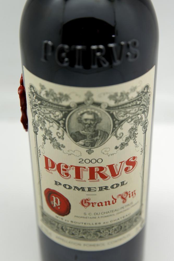 """Rượu vang """"du hành"""" vũ trụ được rao bán với giá 1 triệu USD -0"""