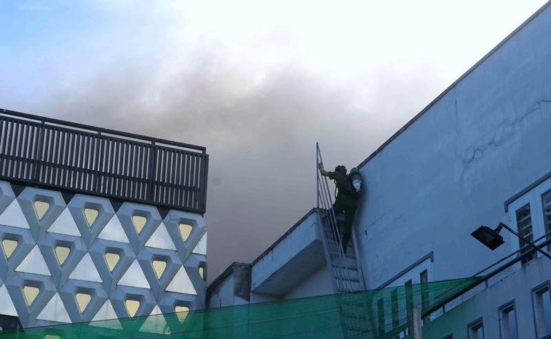 Cháy lớn tại một quán bar ở Cà Mau -2
