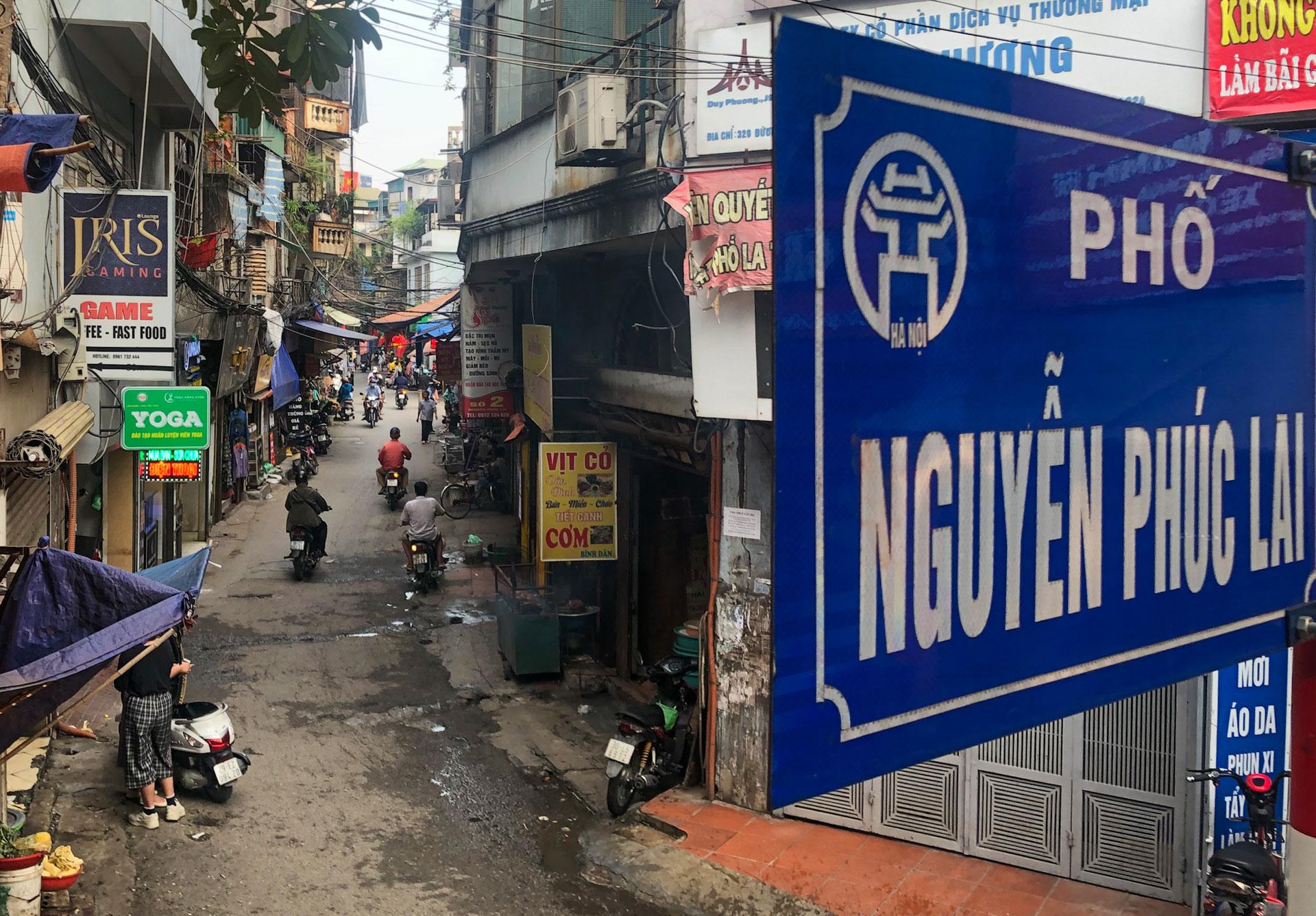 Hà Nội giải tỏa chợ cóc: Nơi nghiêm túc, chỗ lơ là -0