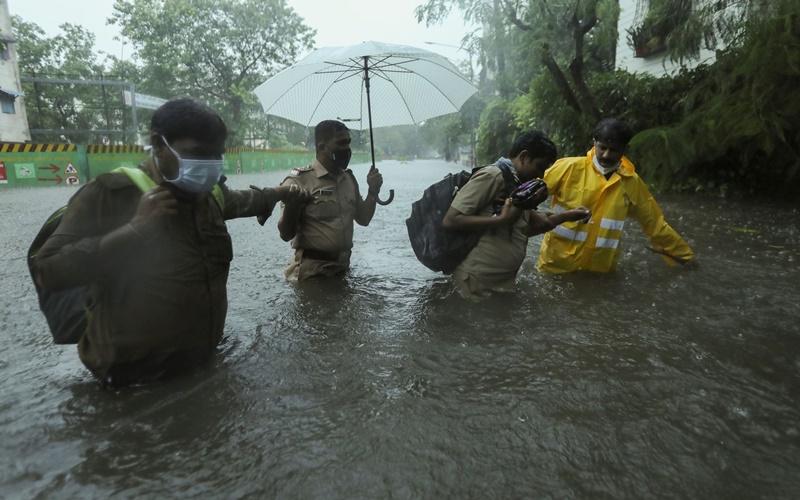 Bão Tauktae gây nhiều thiệt hại tại Ấn Độ -0