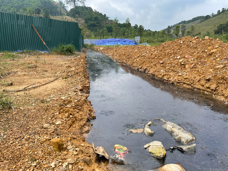 Rác thải gây ô nhiễm nghiêm trọng ở TP Hòa Bình -0