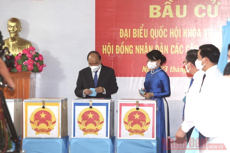 Chủ tịch nước Nguyễn Xuân Phúc bỏ phiếu bầu cử tại TP Hồ Chí Minh -0