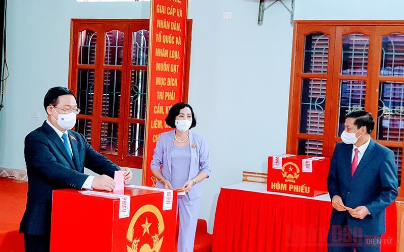 Chủ tịch Quốc hội Vương Đình Huệ bỏ phiếu bầu cử tại TP Hải Phòng -0