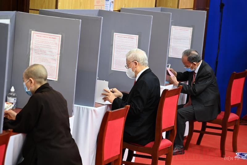 Tổng Bí thư Nguyễn Phú Trọng bỏ phiếu bầu cử tại quận Hai Bà Trưng -0