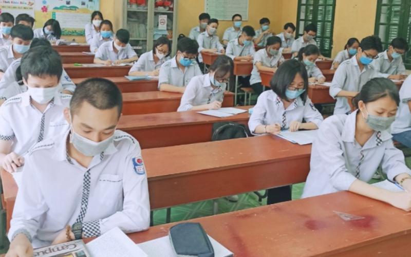 Hơn 44 nghìn học sinh lớp 9 và 12 ở Thái Bình trở lại trường học tập
