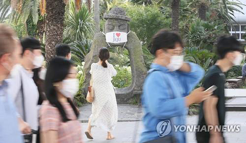 Du lịch đang cao điểm, đảo Jeju buộc phải giãn cách xã hội -0
