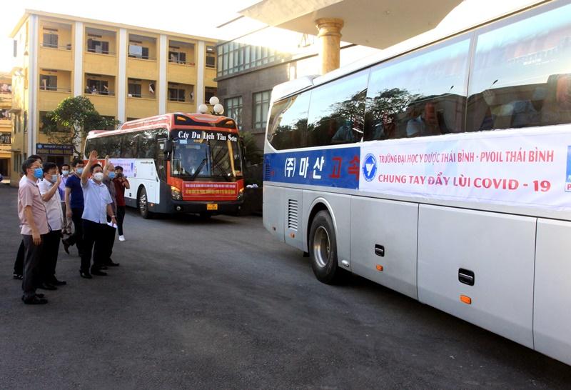 70 cán bộ, sinh viên Đại học Y, Dược tỉnh Thái Bình lên đường chống dịch -0