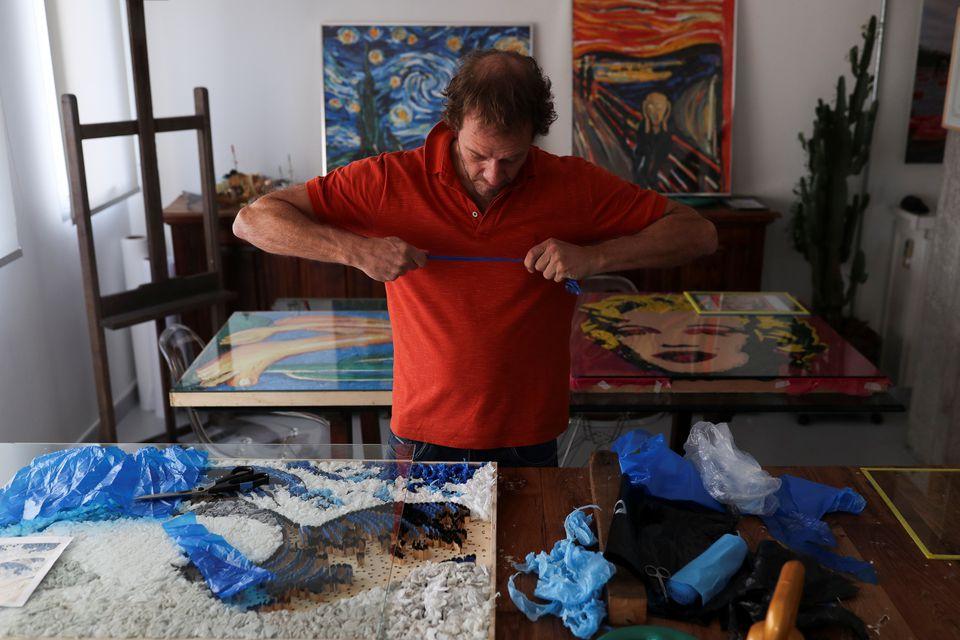 Tái tạo các tác phẩm nghệ thuật từ rác nhựa -0