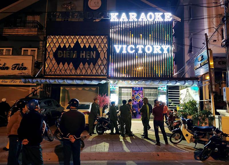 Bất chấp lệnh cấm, hơn 40 người tụ tập hát karaoke giữa mùa dịch -0