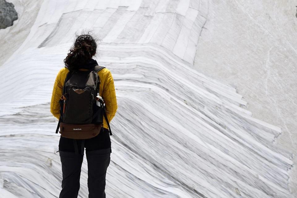 Italia phủ vải để cứu sông băng khỏi cái nóng mùa hè -0
