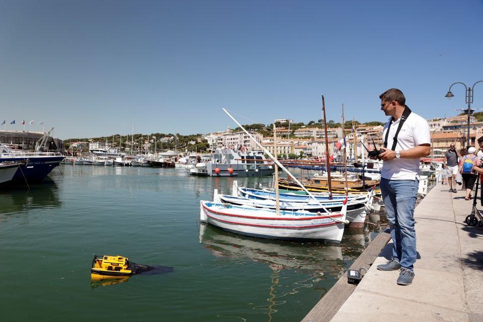 Jellyfishbot, robot nhặt rác ở cảng biển -0