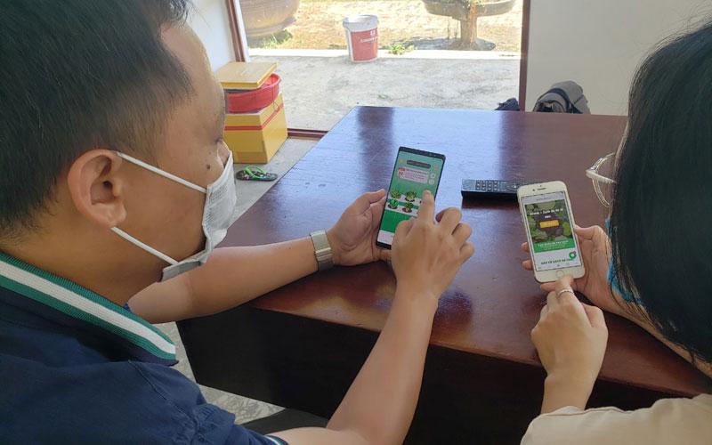Cùng người dân trồng rau trên smartphone -0