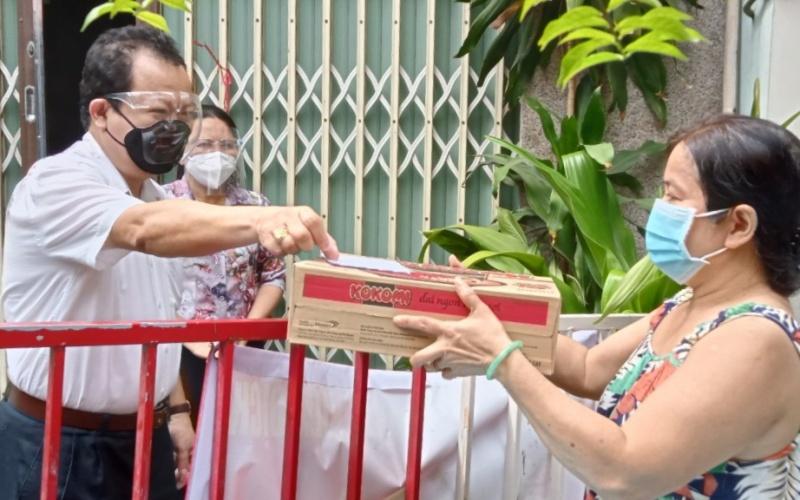 Cơ quan Thường trực tại TP Hồ Chí Minh tặng quà cho hộ khó khăn -0