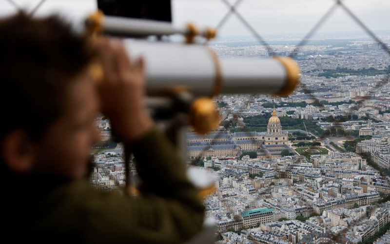 Sau gần 9 tháng, du khách đã được ngắm toàn cảnh Paris từ Tháp Eiffel -0