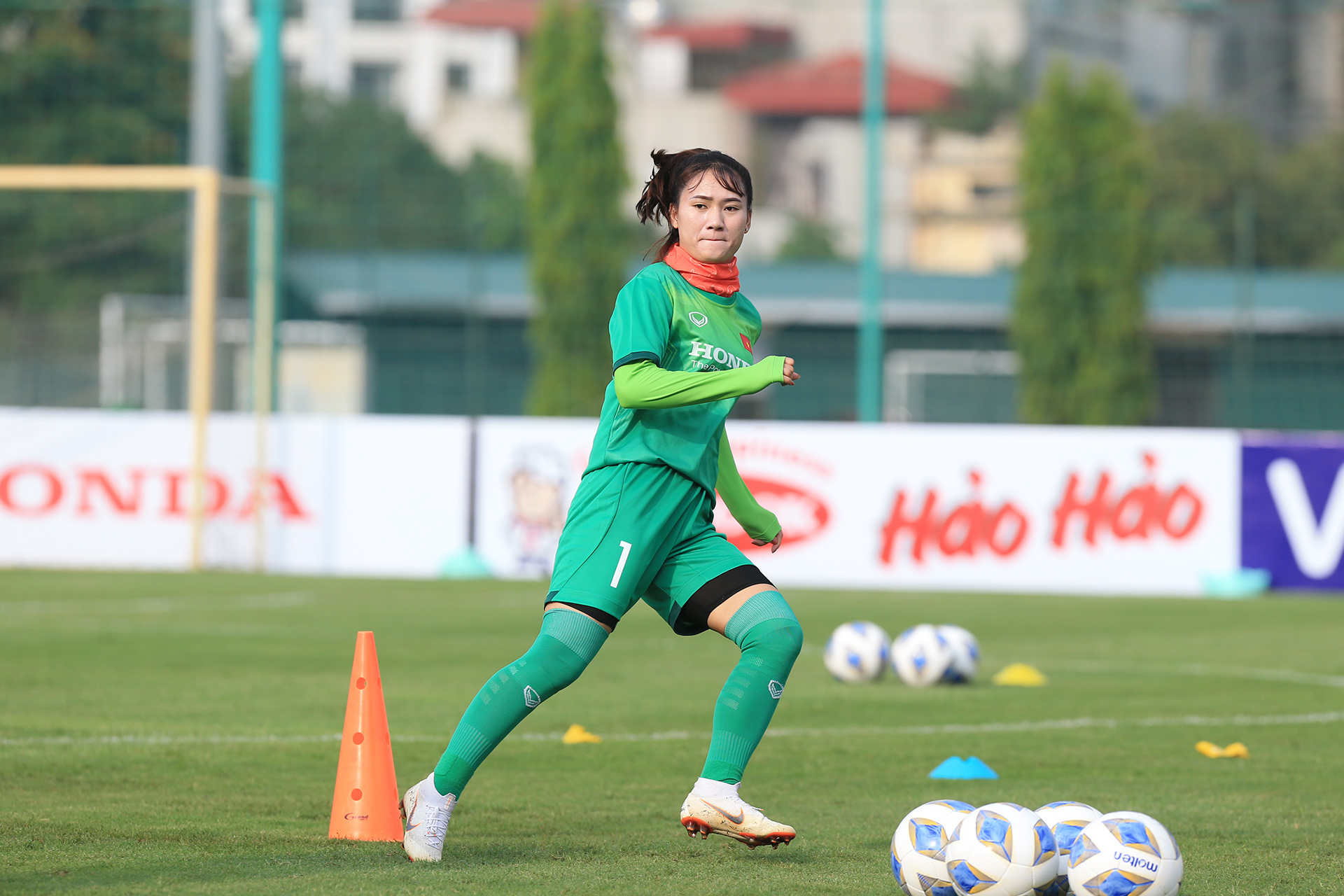 Đội tuyển nữ làm quen với các bài tập thể lực của chuyên gia nước ngoài -0