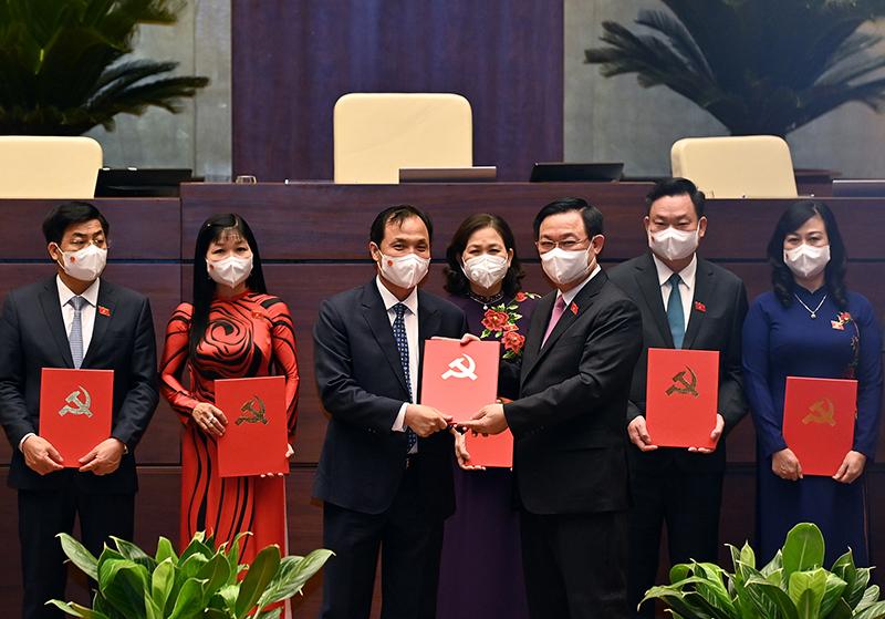 Trao Quyết định, Nghị quyết của Đảng đoàn Quốc hội và Ủy ban Thường vụ Quốc hội về công tác tổ chức -0