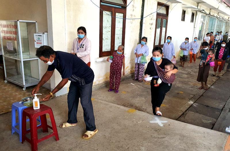 Đồng hành cùng bệnh nhân nghèo ở Kon Tum -0
