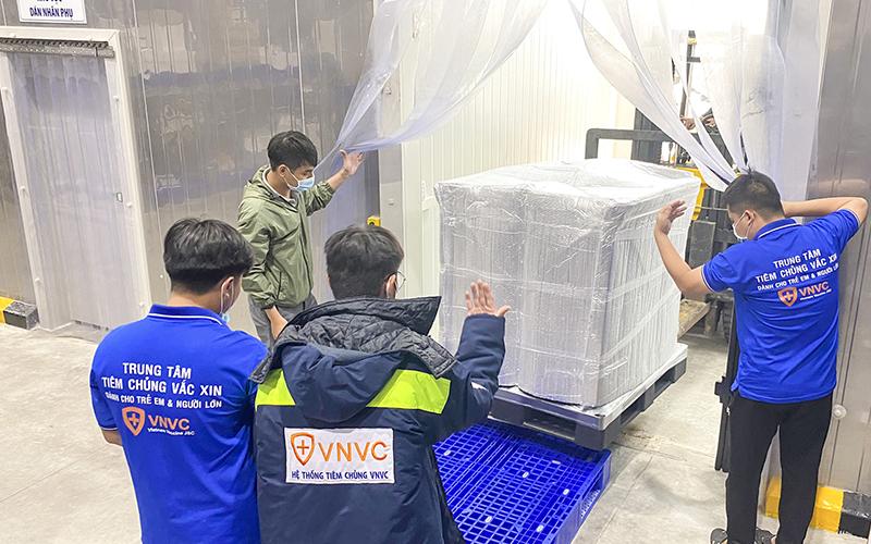 Thêm 1,2 triệu liều vaccine Astra Zeneca về đến sân bay Tân Sơn Nhất -0