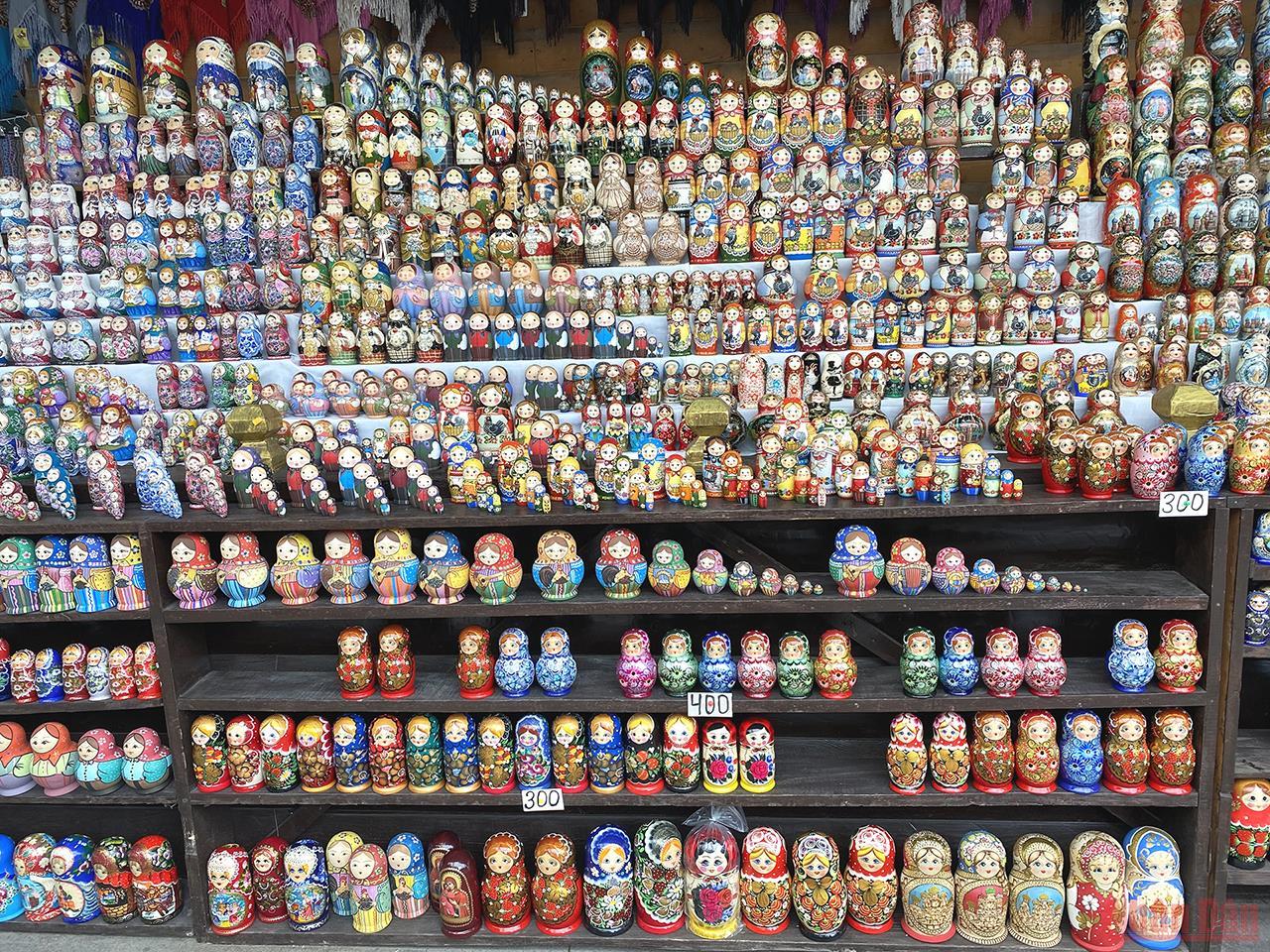 Check-in khu chợ bán đồ lưu niệm đầy màu sắc ở Moskva -0