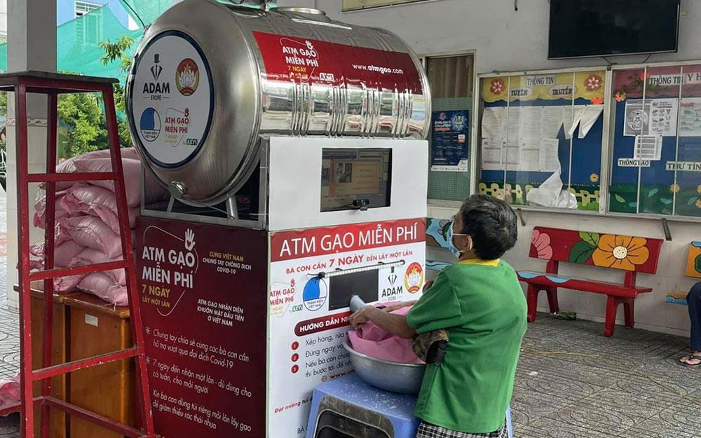 Hoa hậu Ngọc Hân phát động cây ATM gạo -0