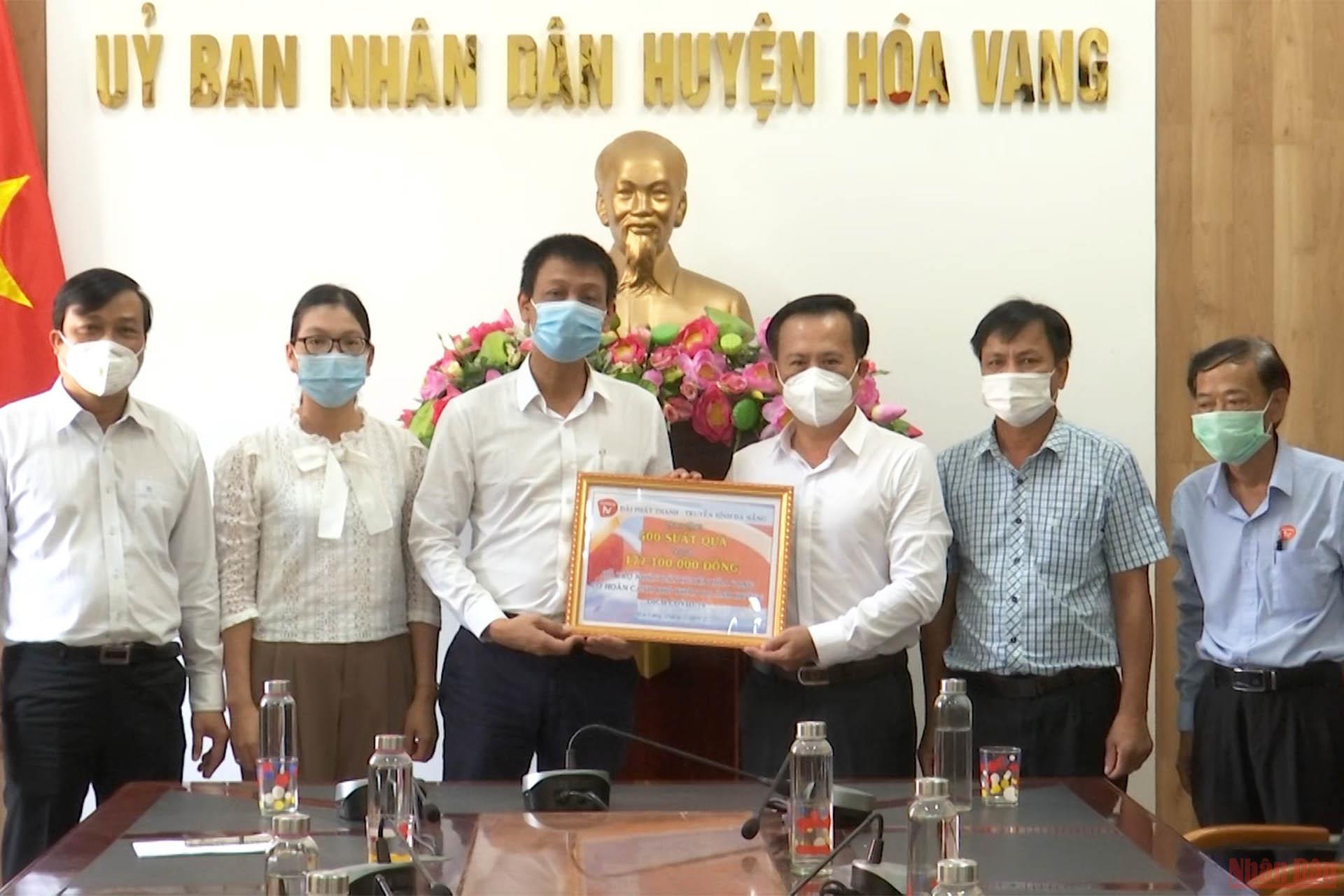 Đài PT-TH Đà Nẵng hỗ trợ 500 suất quà cho người nghèo huyện Hòa Vang