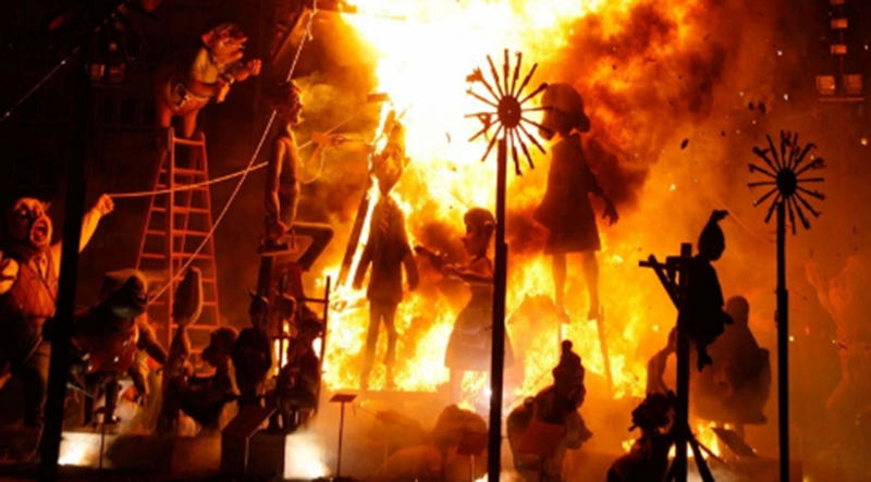 """Độc đáo lễ hội lửa và hình nộm """"Las Fallas"""" tại Valencia, Tây Ban Nha -0"""