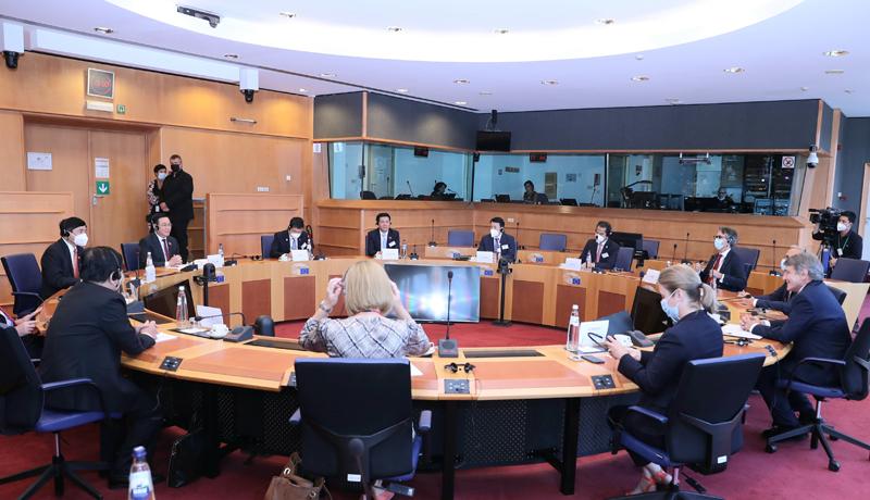 Hợp tác liên khu vực và toàn cầu để bảo vệ các thành quả phát triển kinh tế, xã hội -0