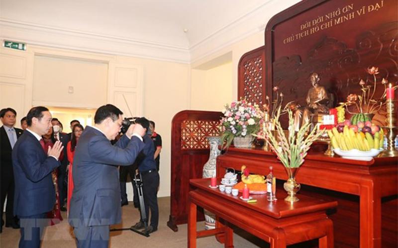 Chủ tịch Quốc hội Vương Đình Huệ làm việc tại Đại sứ quán Việt Nam và gặp gỡ cộng đồng người Việt Nam tại Bỉ -0