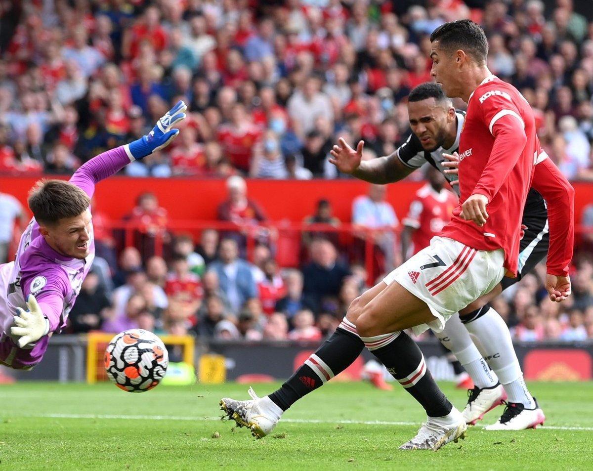 Cận cảnh Ronaldo lập cú đúp trong ngày ra mắt Man United -0