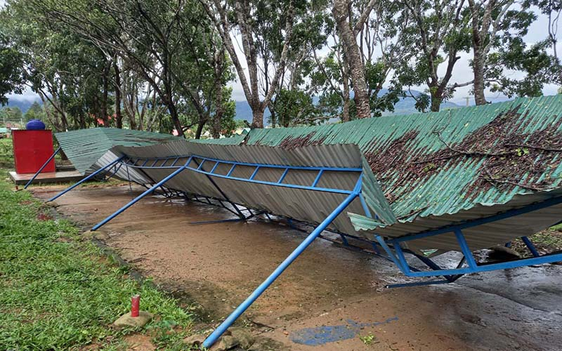 Gia Lai: 1 người chết, nhiều nhà dân bị tốc mái do bão số 5 -0
