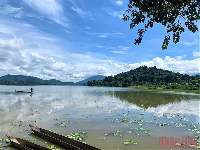 Thơ mộng hồ Lắk giữa đại ngàn Tây Nguyên -0
