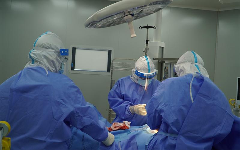 Ca mổ cấp cứu đầu tiên thực hiện tại Bệnh viện Hồi sức Covid-19 TP Hồ Chí Minh -0