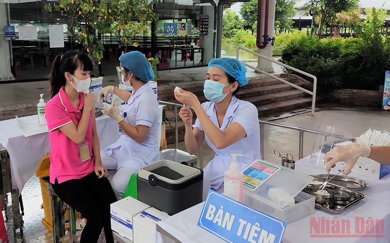 Thái Bình lần đầu đưa vào sử dụng xe tiêm vaccine lưu động -0