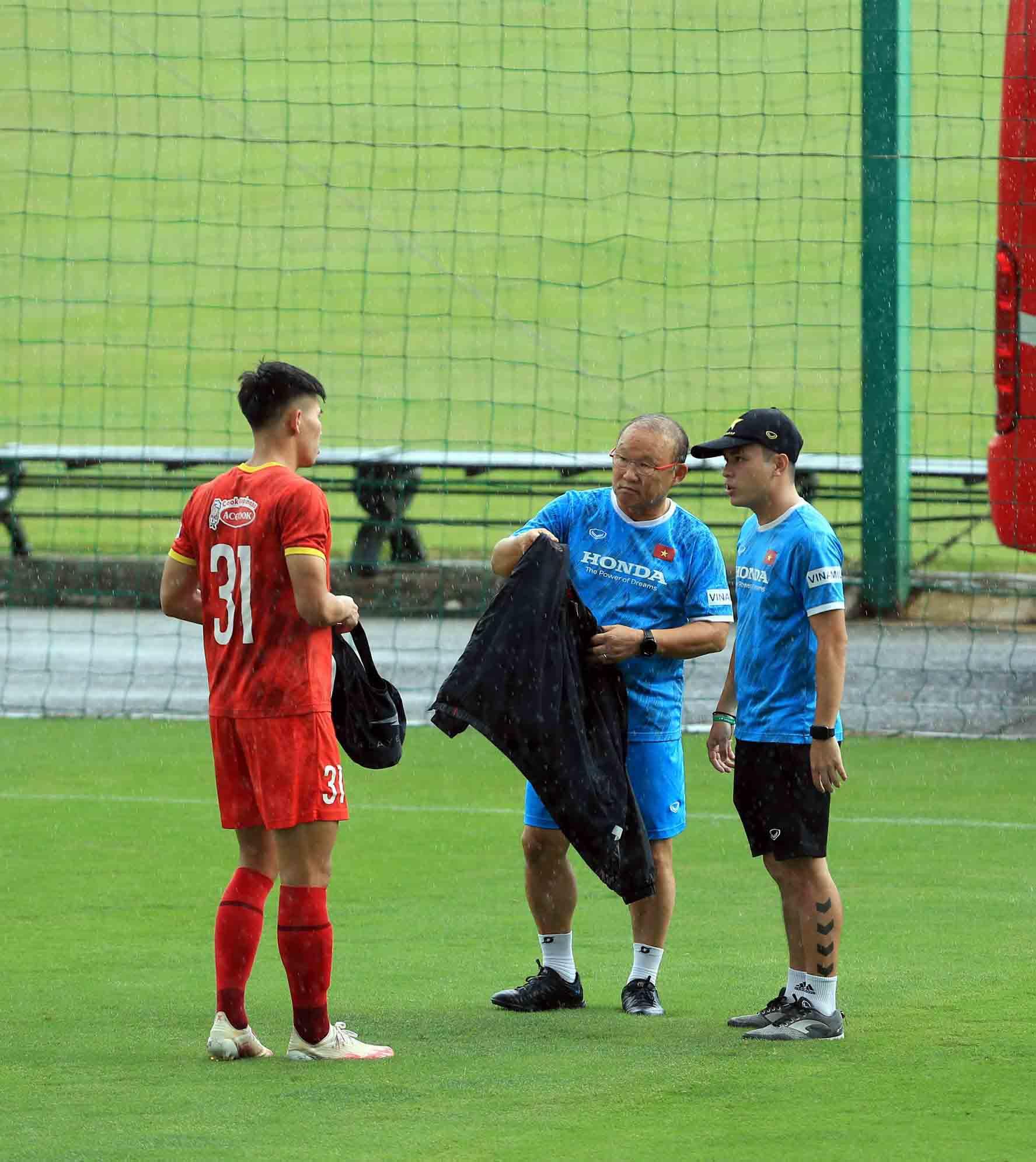 Đội tuyển Việt Nam trở lại tập luyện, hướng tới trận đấu với đội tuyển Trung Quốc và Oman -0