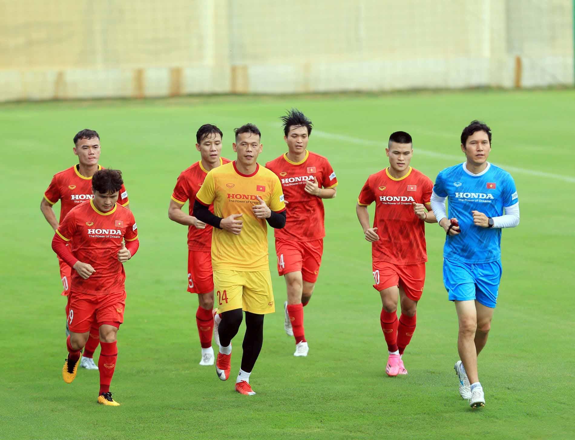 Đội tuyển Việt Nam trở lại tập luyện, hướng tới trận đấu với đội tuyển Trung Quốc và Oman -4
