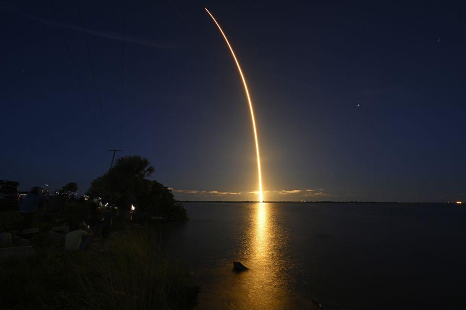 SpaceX phóng phi hành đoàn dân sự đầu tiên lên quỹ đạo -0