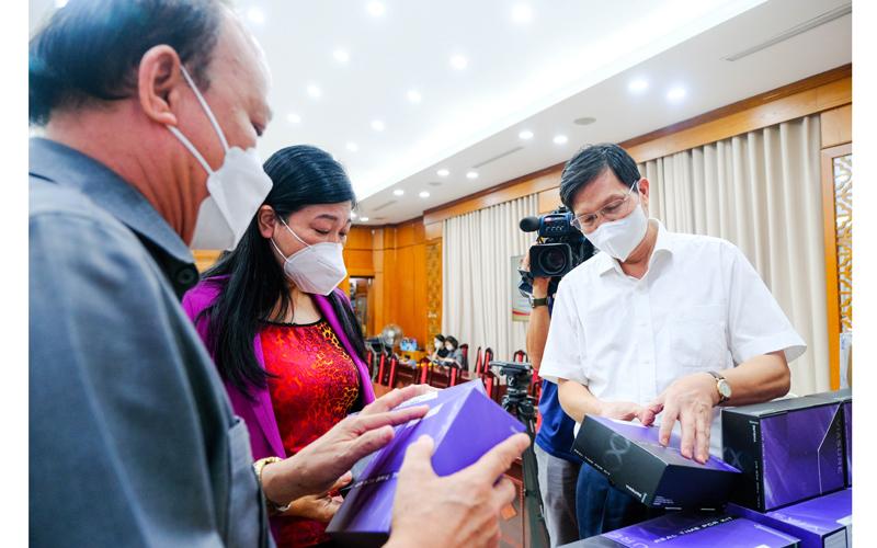 T&T Group trao tặng 1 triệu bộ kit xét nghiệm PCR Covid-19 trị giá 162 tỷ đồng hỗ trợ TP Hà Nội chống dịch -0