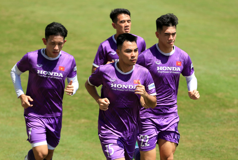Đội tuyển Việt Nam tập luyện dưới điều kiện nắng gắt  -0