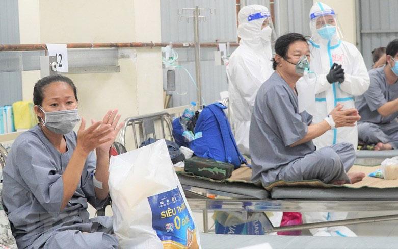 Tết Trung Thu ấm áp ở Bệnh viện Dã chiến thu dung và điều trị số 1 -1