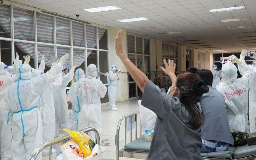 Tết Trung Thu ấm áp ở Bệnh viện Dã chiến thu dung và điều trị số 1 -3