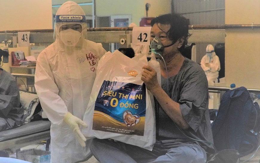 Tết Trung Thu ấm áp ở Bệnh viện Dã chiến thu dung và điều trị số 1 -4