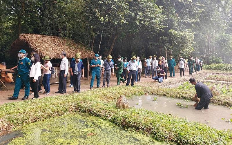 TP Hồ Chí Minh tổ chức tour du lịch cho lực lượng tuyến đầu -0