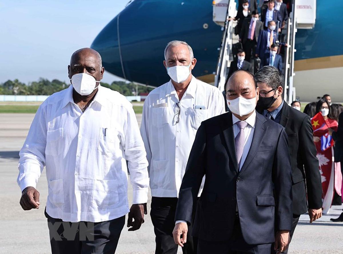 Chủ tịch nước Nguyễn Xuân Phúc đặt chân tới Cuba -0