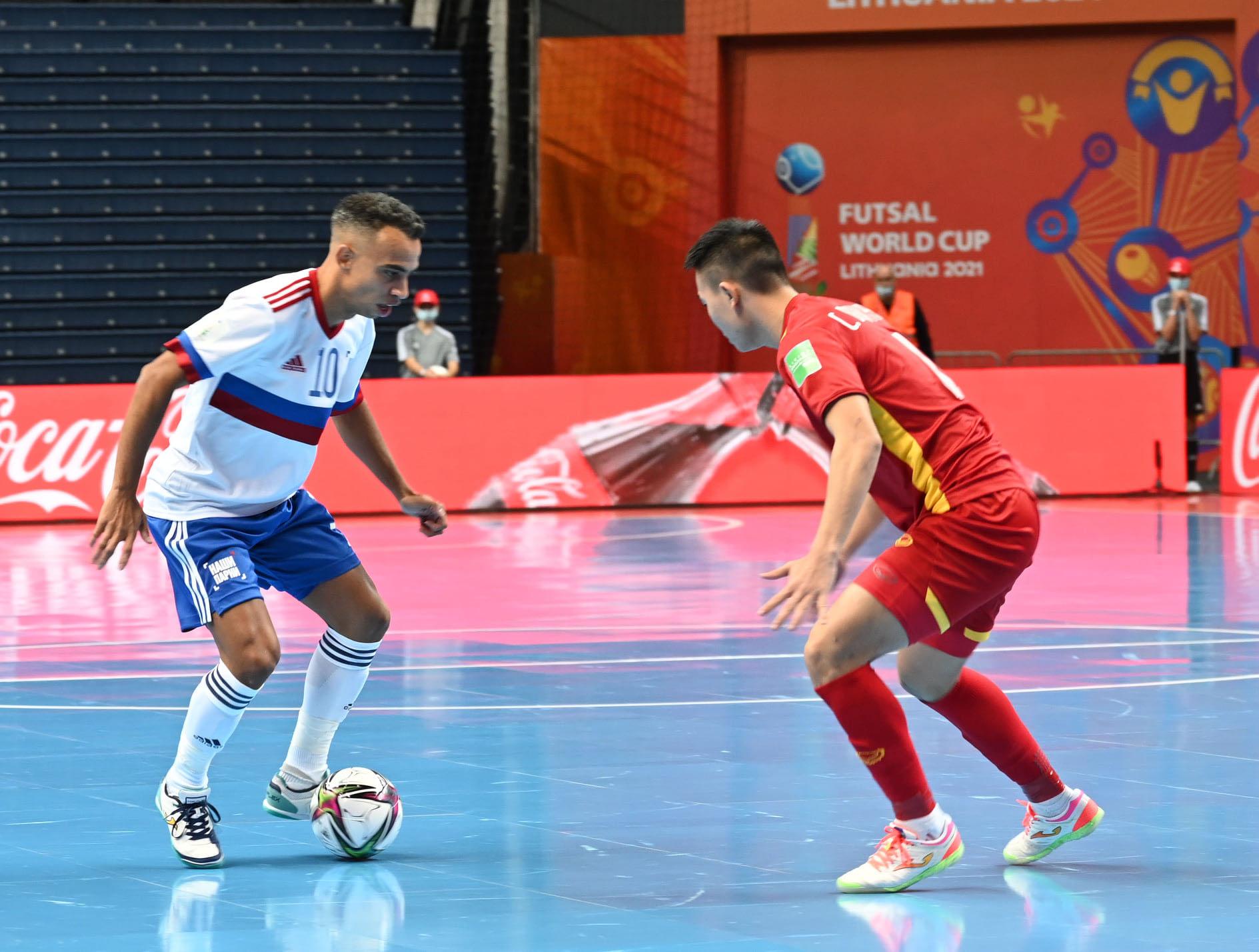 Mang ý chí kiên cường, đội tuyển futsal Việt Nam thua sát nút 2-3 Nga -0