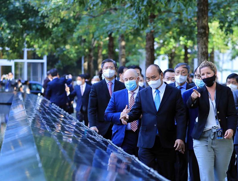 Chủ tịch nước Nguyễn Xuân Phúc thăm Khu tưởng niệm nạn nhân vụ khủng bố 11/9 -0